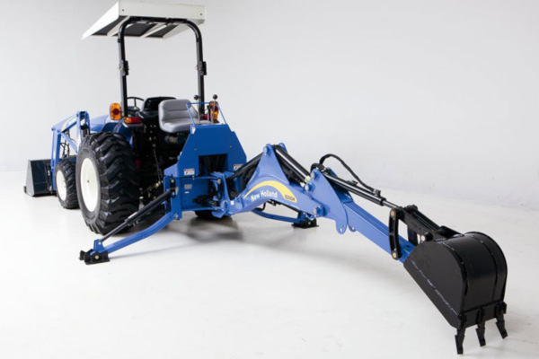 New Holland | Utility Backhoes | Model 915GH