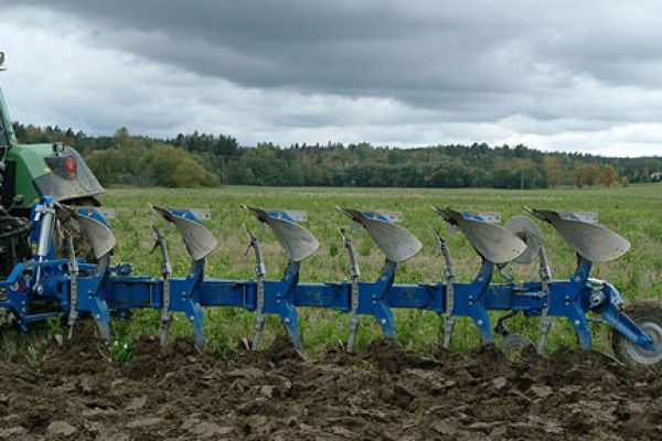 Kongskilde | FULLY MOUNTED REVERSIBLE PLOUGH | Model XCELSIOR EX-F
