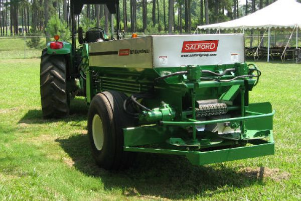 Salford | Fertilizer & Lime Spreaders | AG, GOLF, & TURF