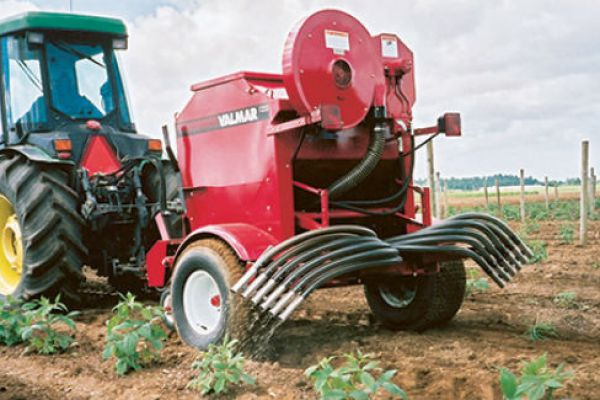 Salford | Fertilizer & Lime Spreaders | Valmar Pnuematic Applicators