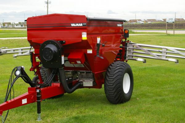 CroppedImage600400-Salford-Valmar-5500-Pull-Type-Spreader-model.jpg