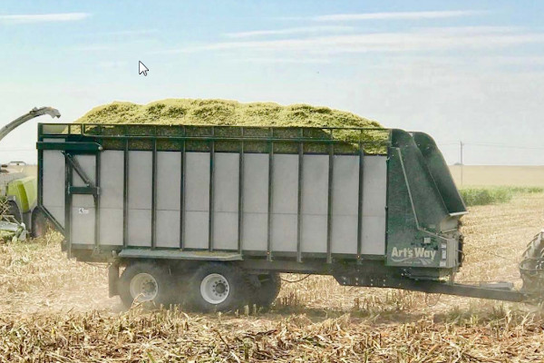 Art's Way | Hay & Forage Equipment | Commercial Forage Box